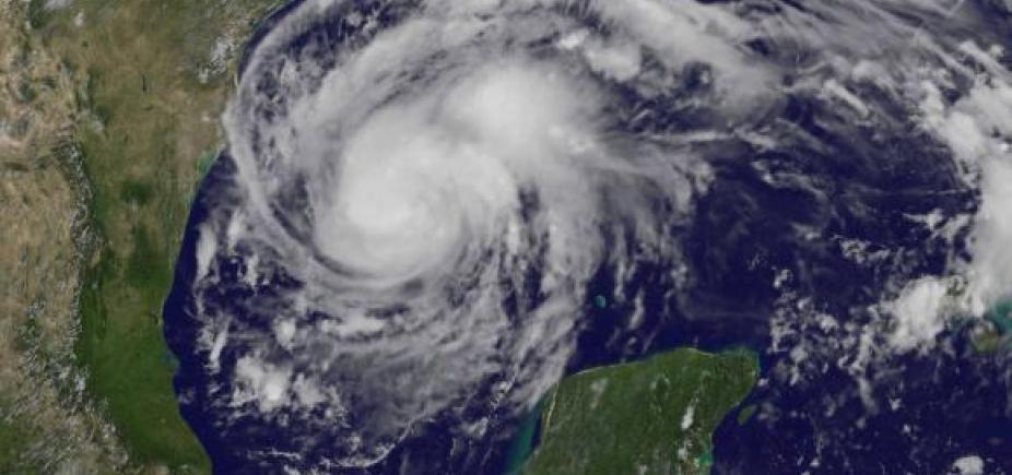 Furacão Harvey com ventos de mais de 190 km/h vai em direção ao Texas