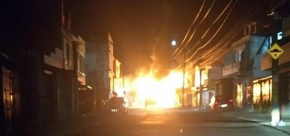 Salvador tem dois ônibus queimados durante a madrugada de segunda-feira