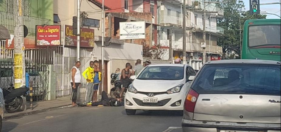 Acidente deixa motociclista ferido na rua Thomaz Gonzaga, em Pernambués