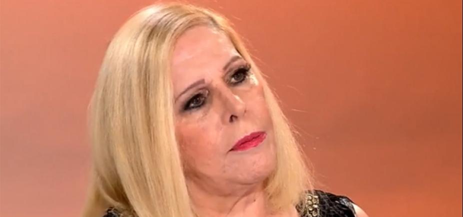 Cantora Vanusa é internada para tratar depressão e dependência química