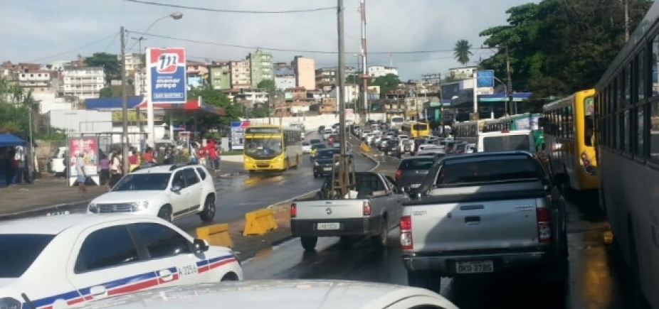 Carreta quebrada causa congestionamento em São Caetano