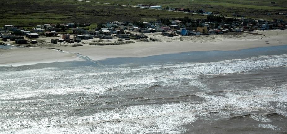Bahia pode ter ondas de até quatro metros no final de semana, alerta Marinha