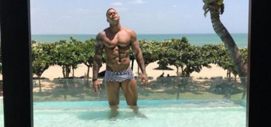 Léo Santana posta foto de sunga e comentário de Whindersson Nunes chama atenção; confira
