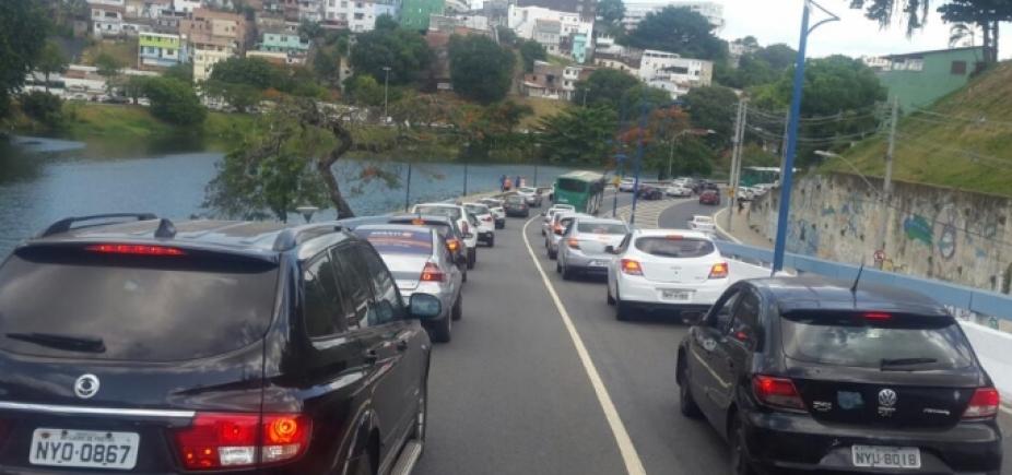 Sem acidentes, trânsito continua lento em vários pontos da cidade