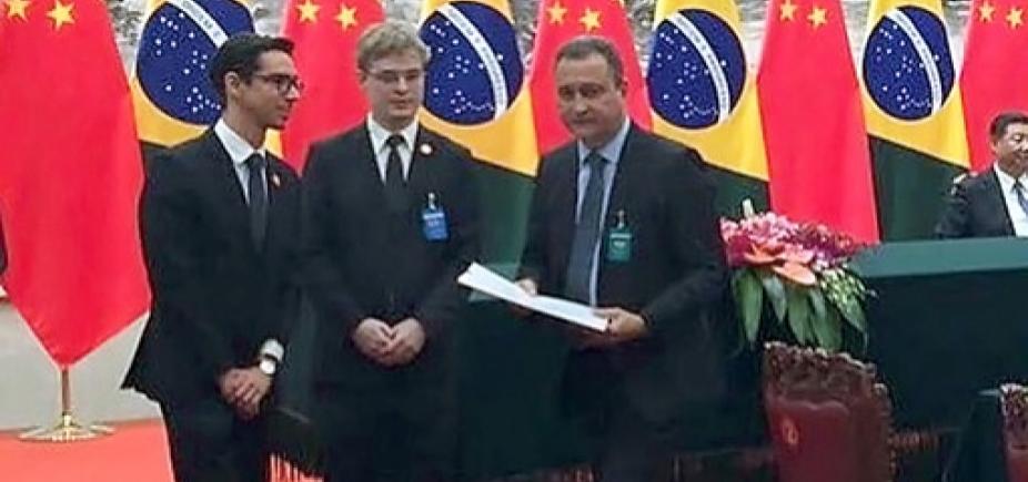 Rui Costa assina memorando com chineses para financiamento do Porto Sul e Fiol