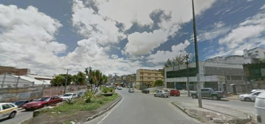 Pedestre morre após ser atropelado por Fiat Uno; condutor foge sem prestar socorro à vítima