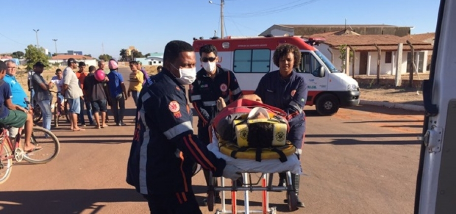 Colisão entre carro e moto deixa dois feridos em Luis Eduardo Magalhães