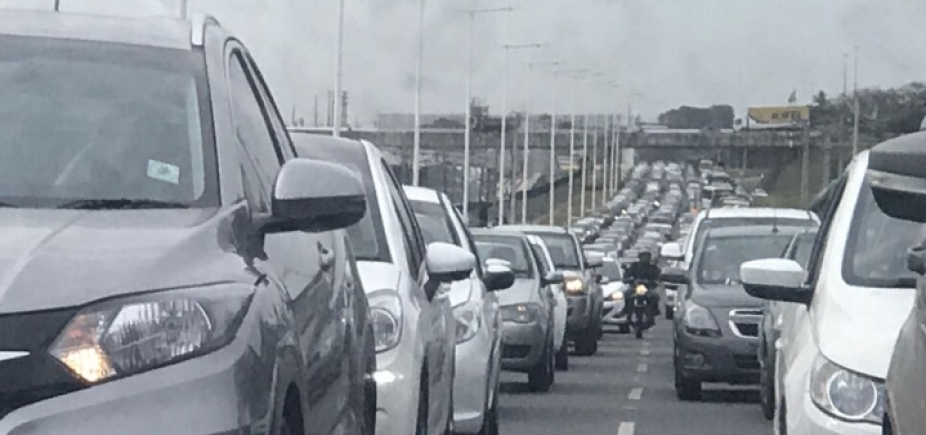 Início de manhã com acidentes na Bonocô, Acesso Norte e na BR-324