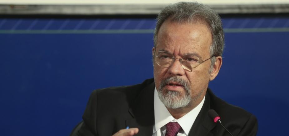 Ministro da Defesa diz que pasta pode fazer mais cortes ainda neste mês