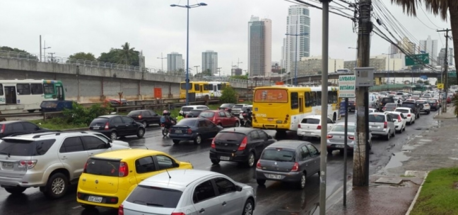 Acidente aumenta lentidão na Avenida Bonocô sentido Centro