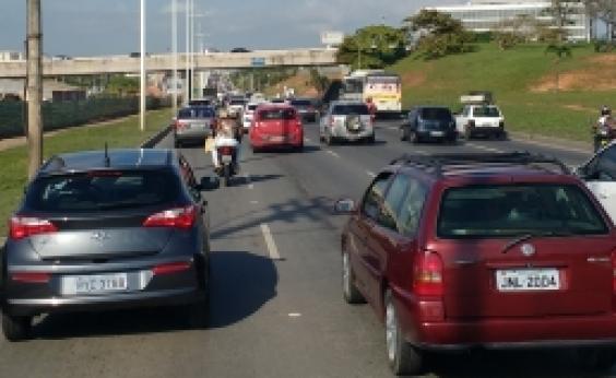 Obra congestiona Av. Octávio Mangabeira, em Piatã; confira trânsito