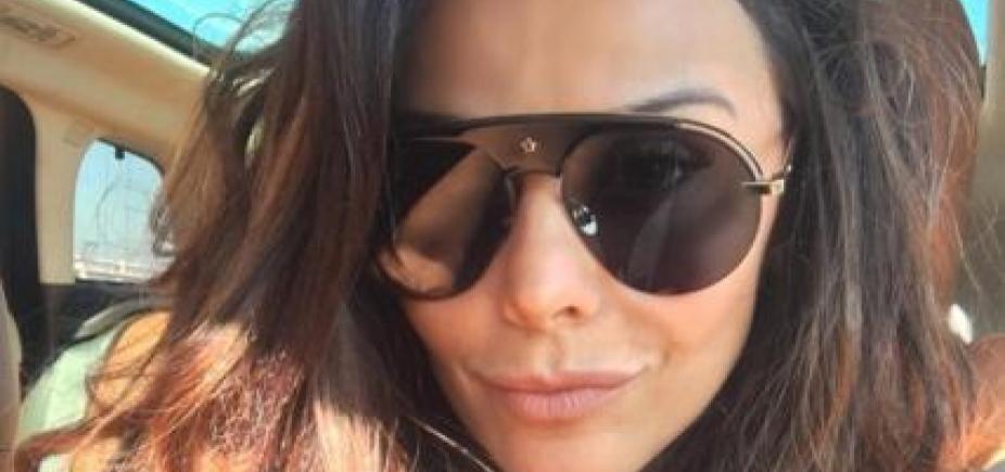 """Solteira, Viviane Araújo exibe corpão e ganha elogio de fã: \""""Perfeita sem exagero\"""""""