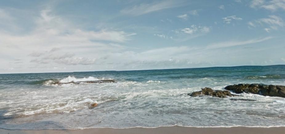 Homem morre afogado na praia de Itapuã