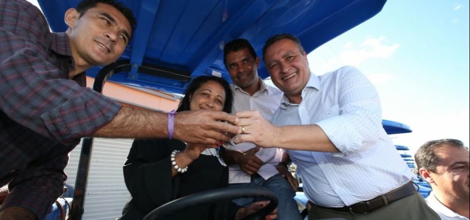 Em Belo Campo, Rui entrega 15 tratores e firma convênios para beneficiar pequenos agricultores