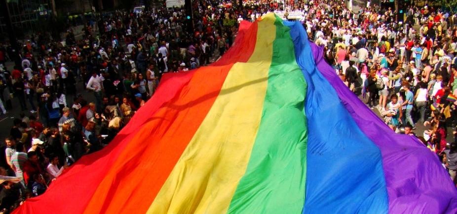 16ª Parada Gay da Bahia lota ruas do Centro de Salvador