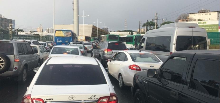 Trânsito: confira os pontos de retenção nesta segunda-feira
