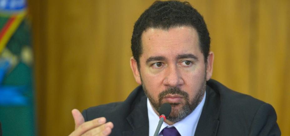 """Ministro diz que governo está """"prestes a não poder pagar"""" a Previdência"""