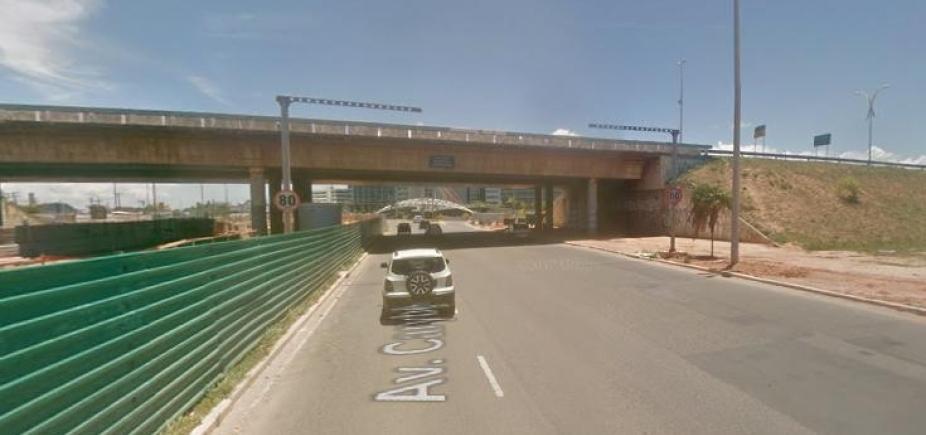 Montagem de viaduto interrompe trânsito em Stella Maris
