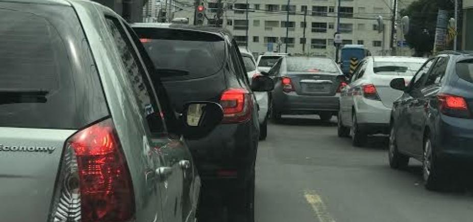 Trânsito continua intenso nas principais vias da cidade