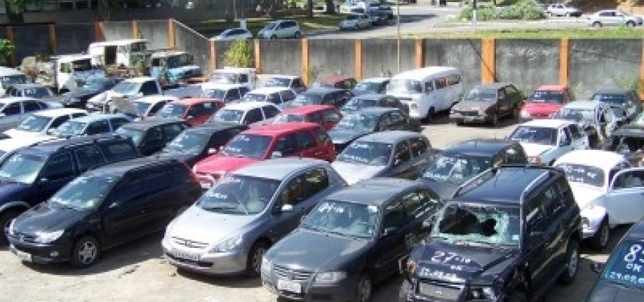 Transalvador leiloa mais de 200 veículos apreendidos nesta segunda-feira