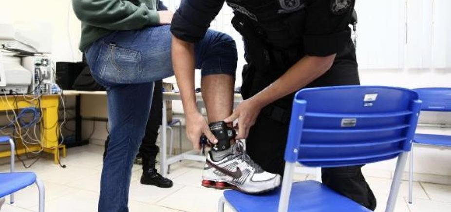 Projeto que obriga preso a pagar tornozeleira é aprovado pela CCJ do Senado