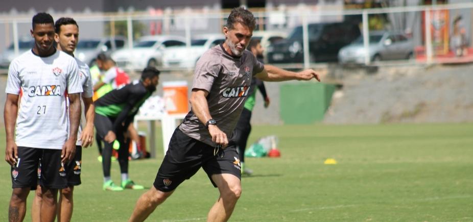 Após fraco desempenho de laterais, Mancini faz testes na defesa do Vitória