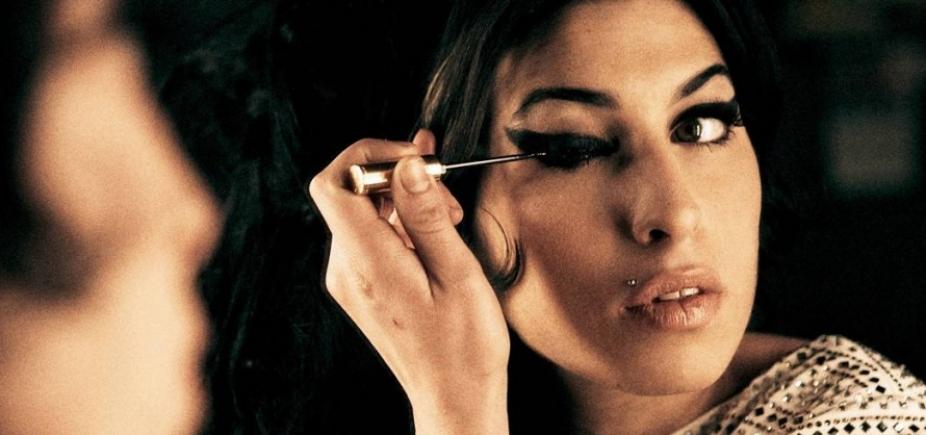 Dia na História lembra vida conturbada e morte de Amy Winehouse; ouça
