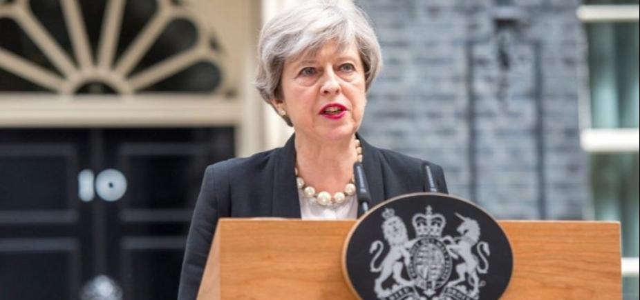 "Theresa May mantém alerta terrorista em nível ""grave"" após atentado no metrô de Londres"