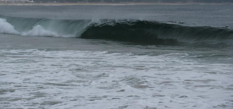 Marinha emite novo alerta de mar grosso no litoral baiano; ondas chegam até 3,5 m
