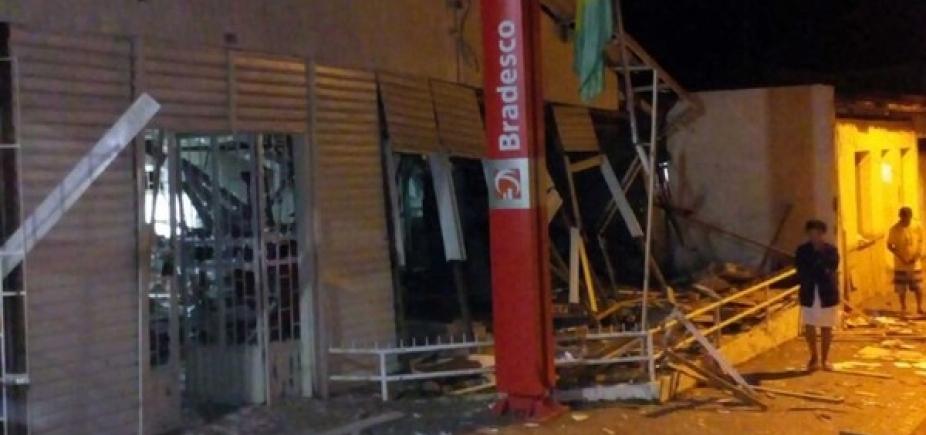 Assaltantes invadem e explodem agência bancária em Itagimirim