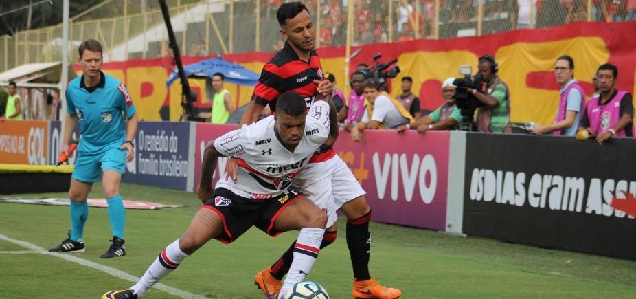 Vitória sofre diante do São Paulo e volta a perder dentro do Barradão