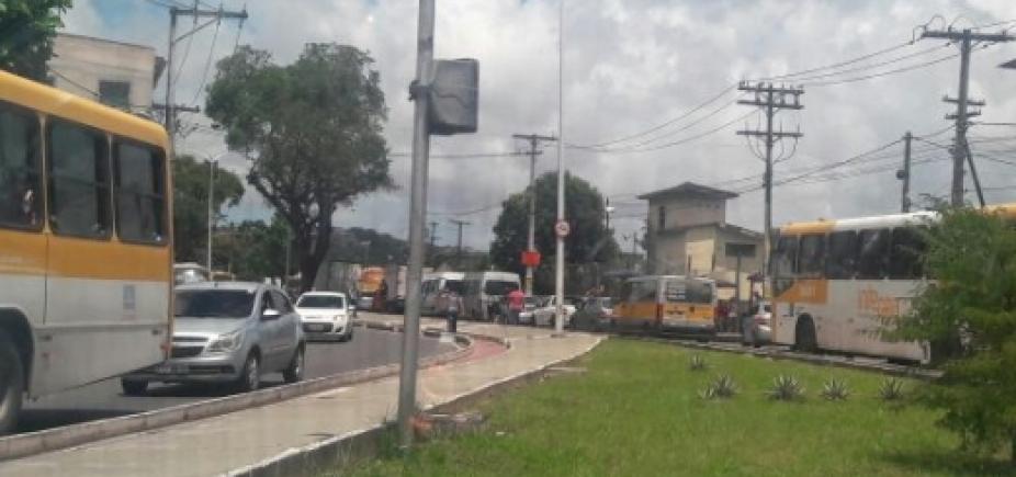 Motoristas enfrentam congestionamento na Suburbana sentido Calçada