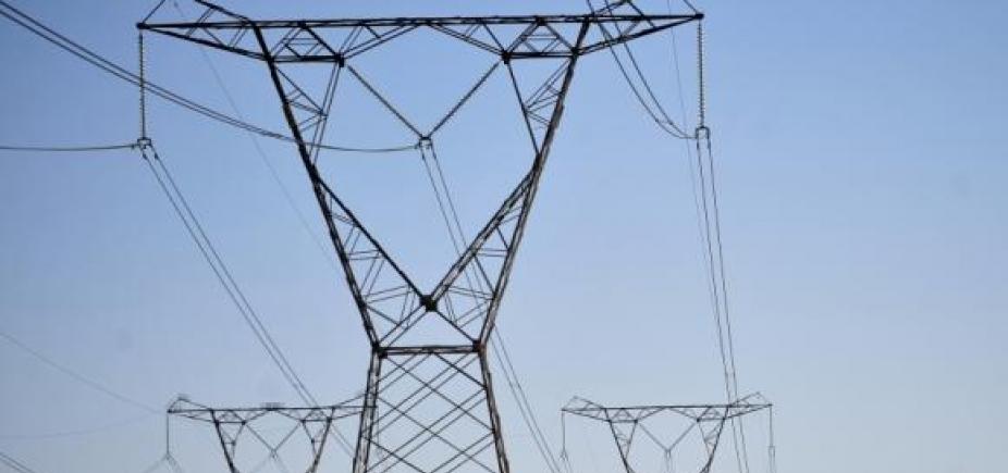 Por conta da seca, conta de luz deve ficar mais cara em outubro, diz Aneel