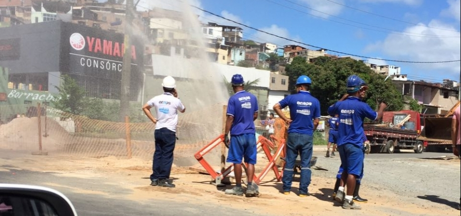 Vazamento de água causa lentidão na Bonocô sentido Dique do Tororó