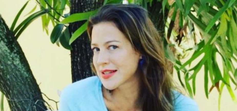 "Luana Piovani faz selfie de topless na rede social: \""Acordei mostrenga\"""