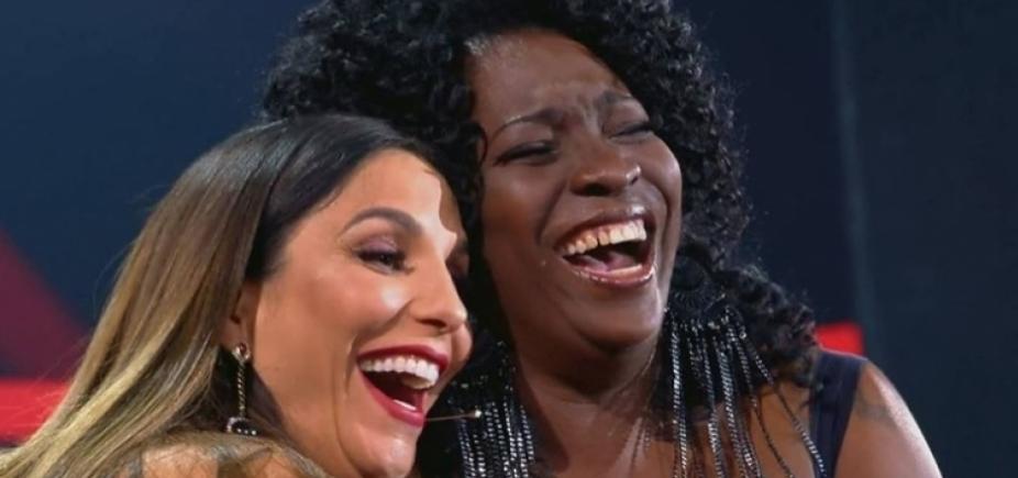 """Ivete faz o público cair na risada ao reencontrar colega da adolescência no """"The Voice""""; vídeo"""