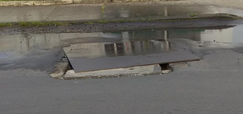 """Vazamento na Av. Aliomar Baleeiro gera reclamações: """"Mais de um mês"""""""