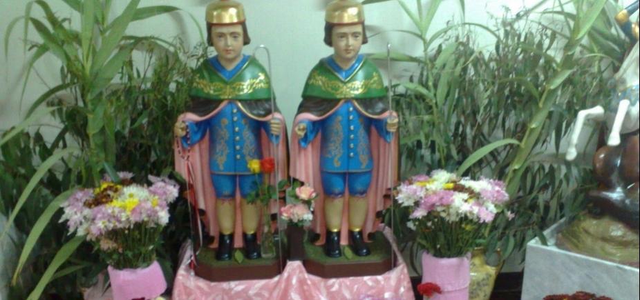 Dia de Cosme e Damião é celebrado com missas na igreja dos santos, na Liberdade