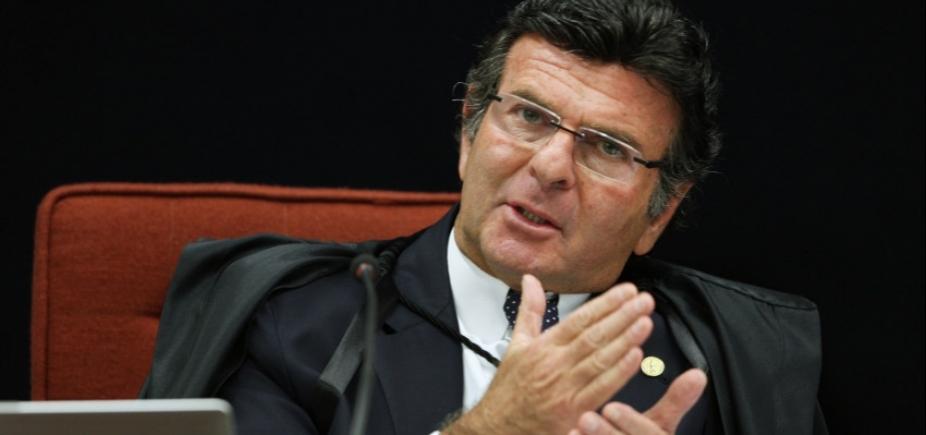 Espera-se que Senado cumpra decisão do Supremo de afastar Aécio, diz Fux