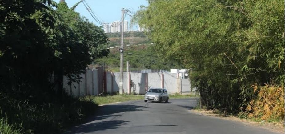 Mesmo após muitas promessas da prefeitura, Estrada Velha continua abandonada