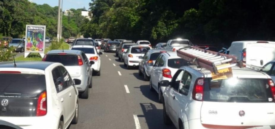 Acidentes causam retenção em Itapuã e na avenida ACM