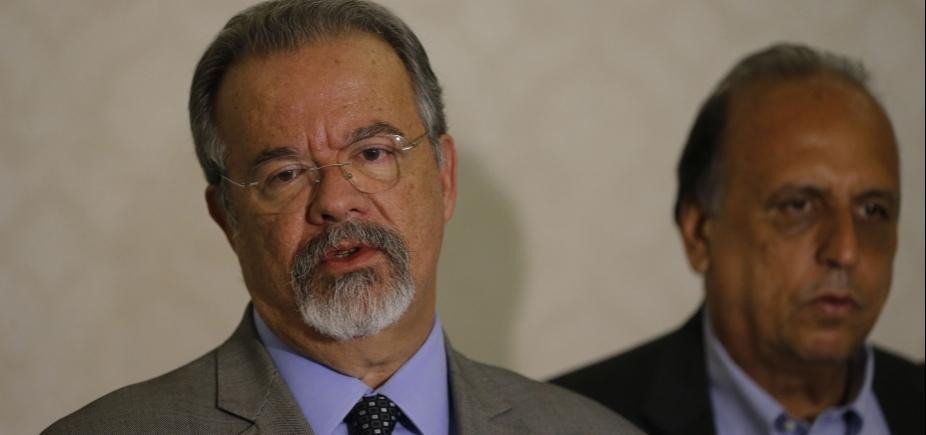 """Ministro nega que Exército tenha """"abandonado"""" a Rocinha: """"Temos condições de voltar"""""""