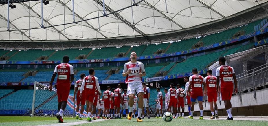 Sem lateral-direito, Preto relaciona atletas para duelo contra o Coritiba