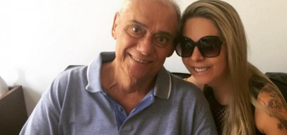"""Filho diz que namorada de Rezende usou cartão durante coma do apresentador: """"iPhone de R$ 5 mil"""""""