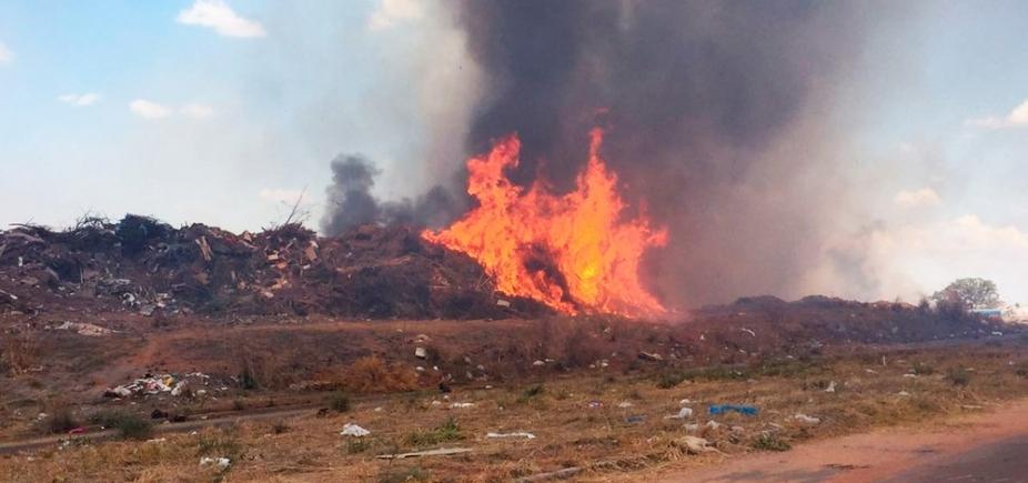 Incêndio atinge lixão em Luís Eduardo Magalhães e fogo demora mais de 7 horas para ser controlado