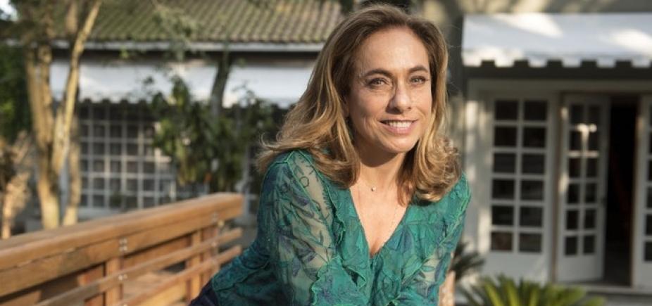 """Aos 60 anos, Cissa Guimarães posa de biquíni e agita web: """"Chocadíssima com esse abdômen"""""""