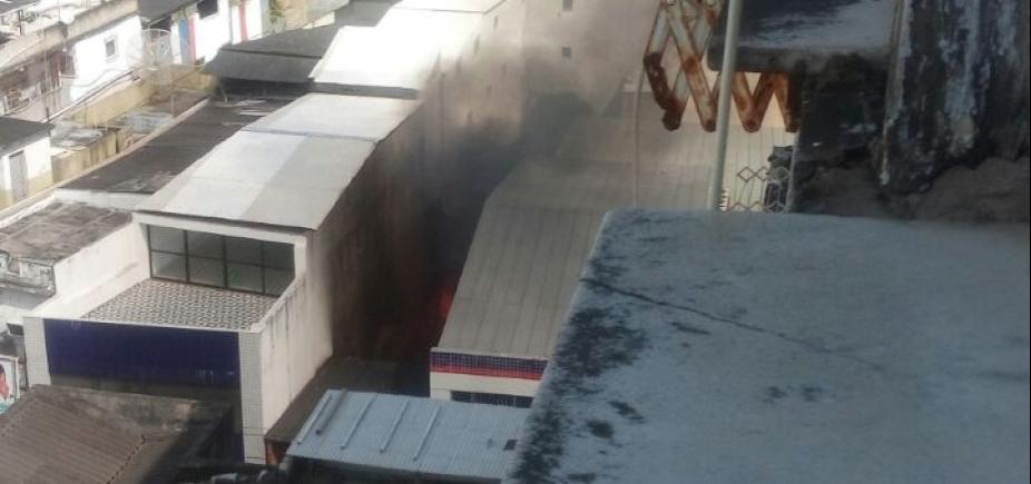 Incêndio assusta moradores do Campo Grande; fogo já foi controlado