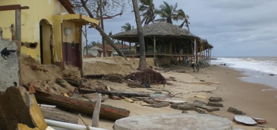 Por causa de erosão marítima, 15 imóveis desabaram desde 2014 em Mucuri