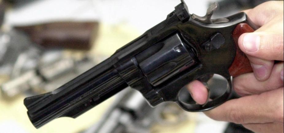 Policial militar é baleado e suspeito é morto em troca de tiros em Periperi