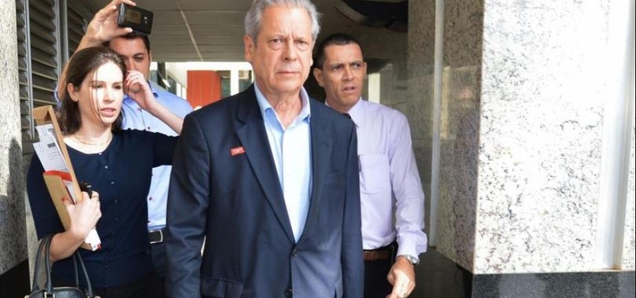 José Dirceu é intimado pela OAB a devolver carteira de advogado